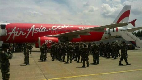 airasia_transport_malaysian_troops