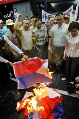 taiwan_burning_philippine_flag