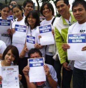 Past TESDA scholars thanking former President Gloria Arroyo