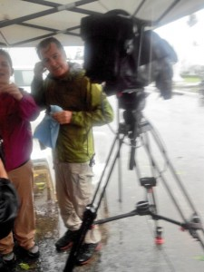 Veteran of 2013 Haiyan disaster reporter Andrew Stevens of CNN International on site in Tacloban(Source: @9newsPh on Twitter)
