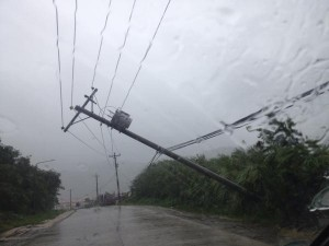 Power lines topple in Tacloban City as Hagupit approaches(Source: @DZMMTeleRadyo on Twitter)