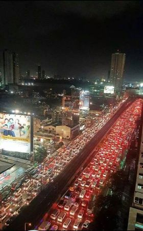 Even at 1:30 in the morning, more than 5 hours after the downpour, traffic was at a standstill on EDSA (Photo source: @OrangeMagTV on Twitter)