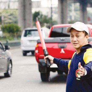 MMDA Chair Francis Tolentino: Lawyers belong in courtrooms, not on the road directing traffic. (Photo source: Manila Bulletin)