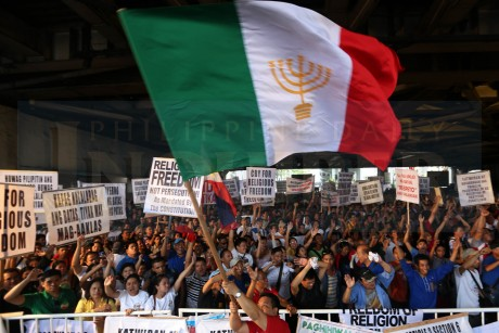 IGLESIA NI CRISTO AT EDSA-SHAW / AUGUST 29, 2015 IGLESIA PROTEST A protester waves the Iglesia ni Cristo banner during the INC rally at the Edsa-Shaw intersection to demand the resignation of Justice Secretary Leila de Lima, whom the sect accuses of meddling in its internal affairs by investigating charges of kidnapping and illegal detention filed by a former INC minister against the groupís leaders. INQUIRER PHOTO / NINO JESUS ORBETA