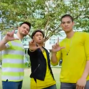 Semi-Filipino celebs Billy Crawford, JayR, and Kris Lawrence flash the Loser Salute at the end of the video.