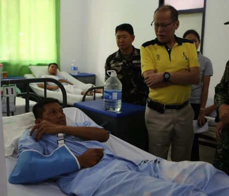 President Benigno S. Aquino III visit an injured soldier in Camp Navarro General Hospital on Wednesday April 14, 2016 who was among the wounded from an encounter with Abu Sayyaf militants last Saturday (April 9) in Tipo-Tipo, Basilan.(REY S. BANIQUET/News and Information Bureau)