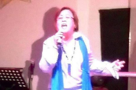 Sen. Leila De Lima singing in what appears to be very similar to convicted drug lord Herbert Colangco's music studio in prison.